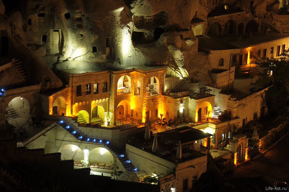 Дома в Гереме в скалах