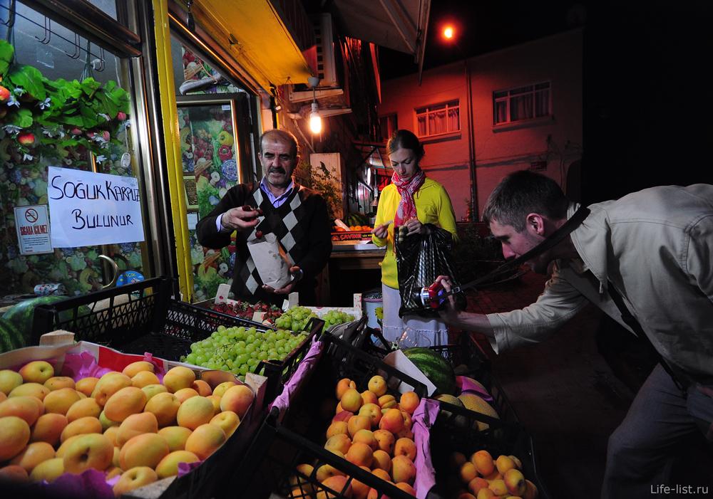 Ночной продавец фруктов