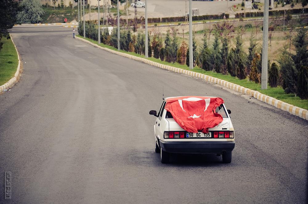 стамбул турция флаг на машине фото Виталий Караван