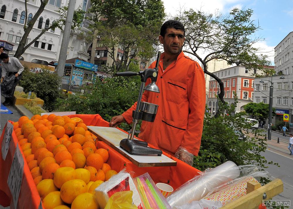 Уличный продавец в Стамбуле