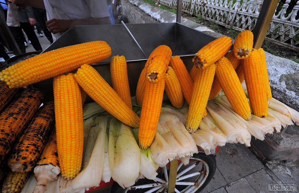 Вареная кукуруза в стамбуле