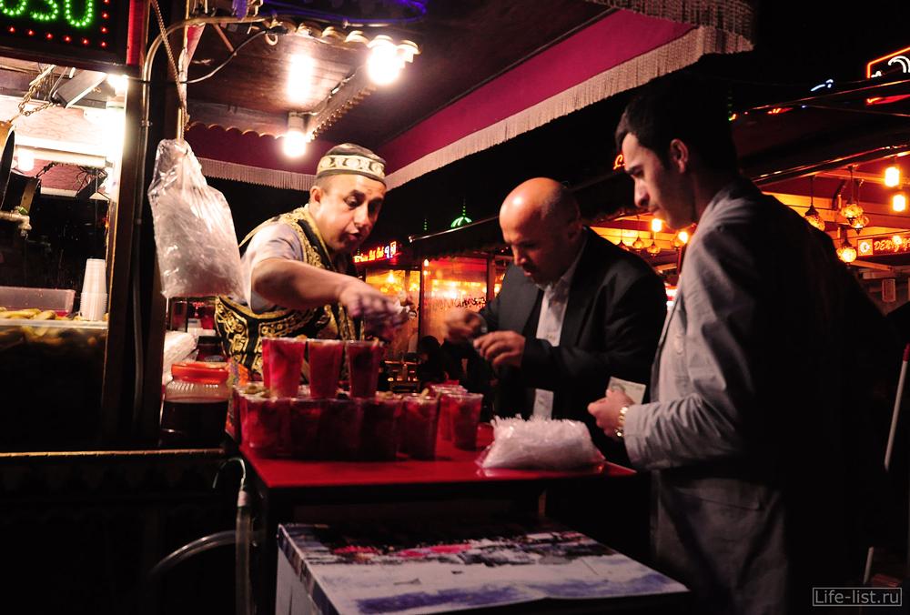 Ночной продавец быстро-пищи стамбул