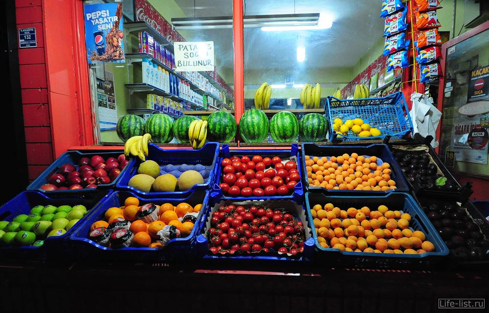 Продажа фруктов ночью Турция стамбул