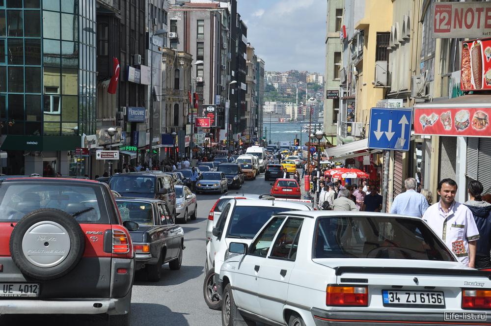 оживленные улицы стамбула много машин
