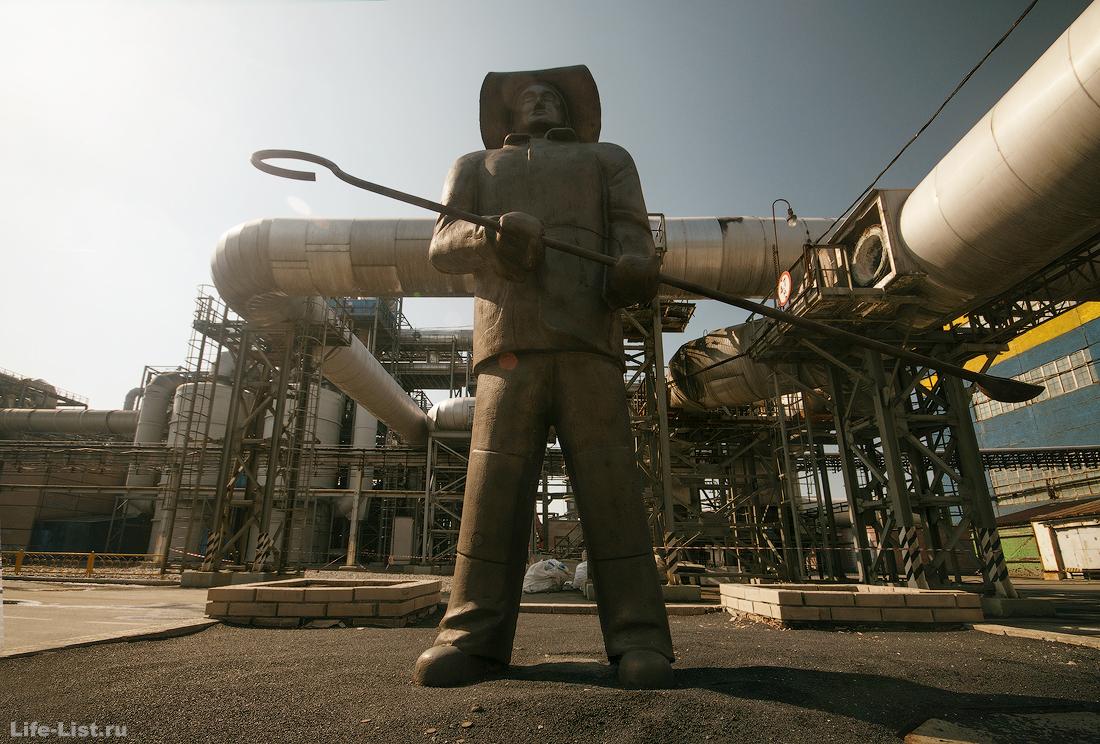 фото СУМЗ памятник металлургу