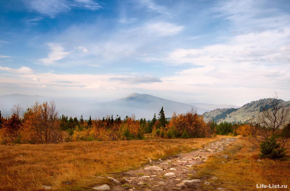 вид с метеогорки на гору Круглица Таганай