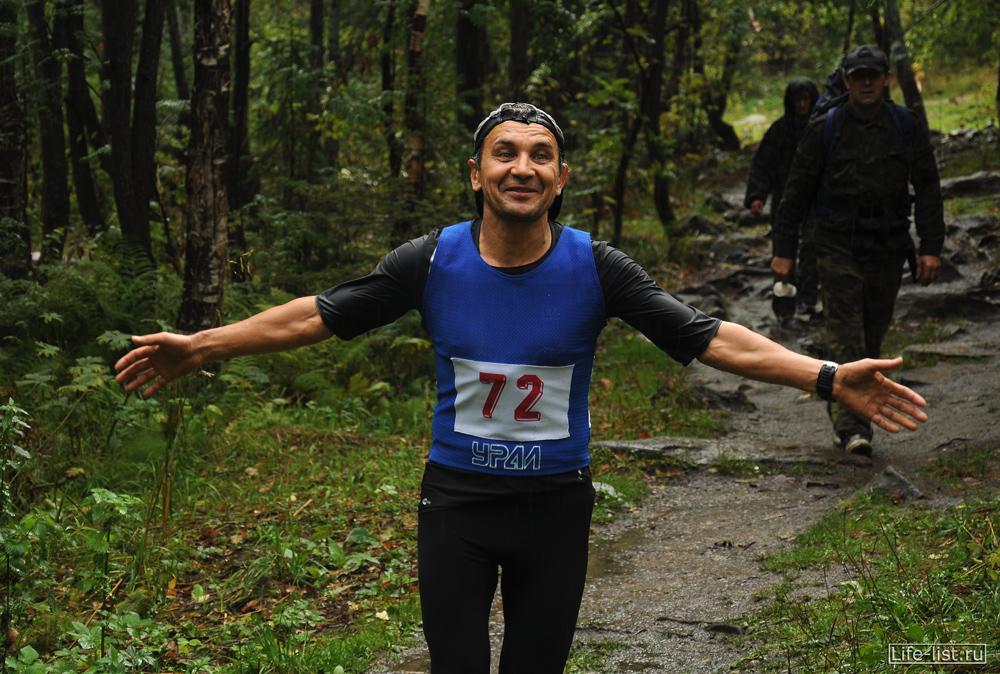 Эрик Хасанов участник марафона в таганае на дистанции 42 км