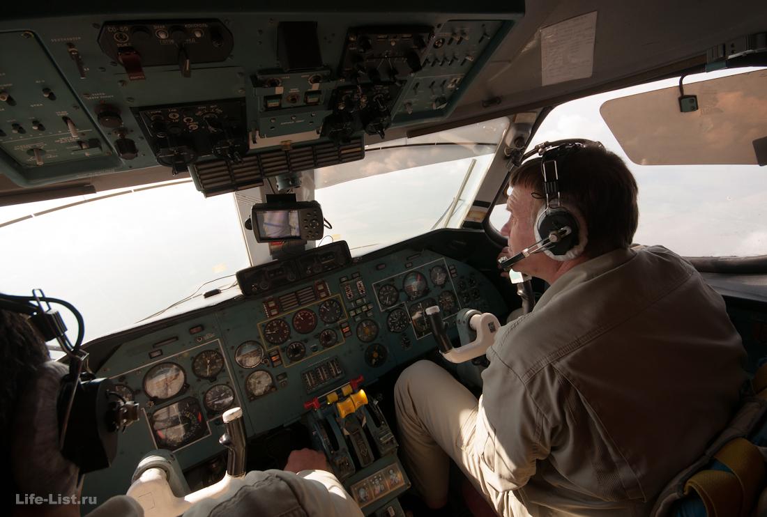 пилоты самолета фото в кабине