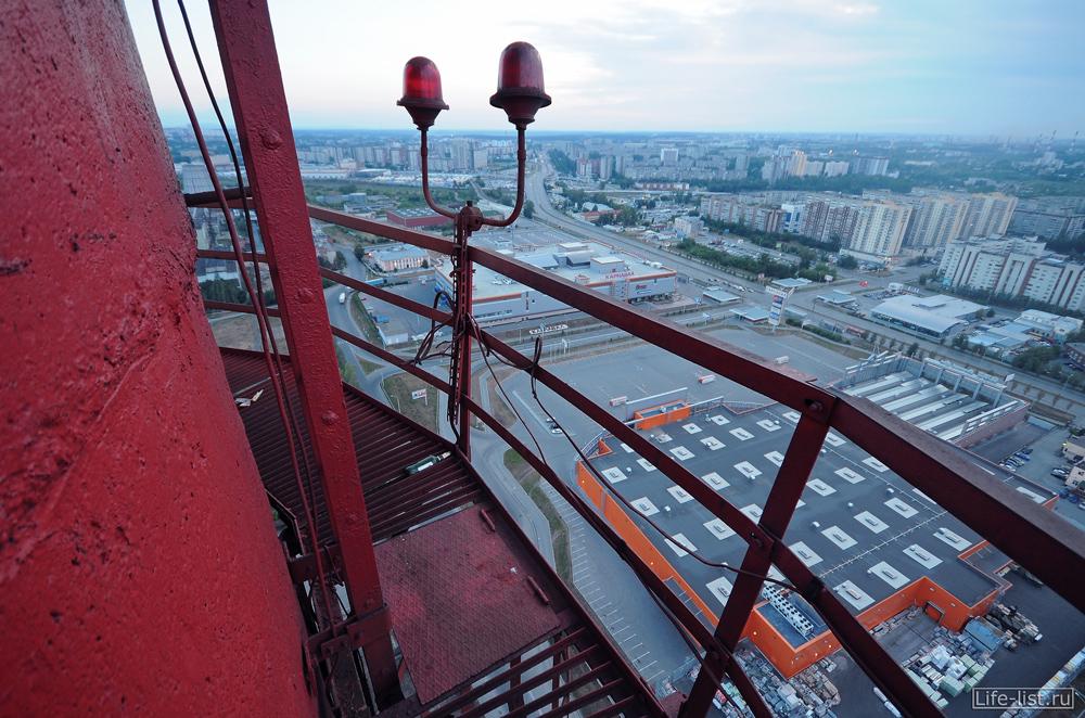 на промышленной дымовой трубы ТЭЦ в Екатеринбурге