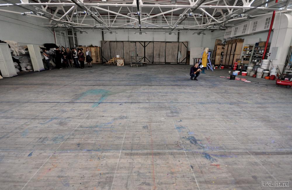 мастерская по изготовлению картин и полотен декорации для театра оперы и балета художники