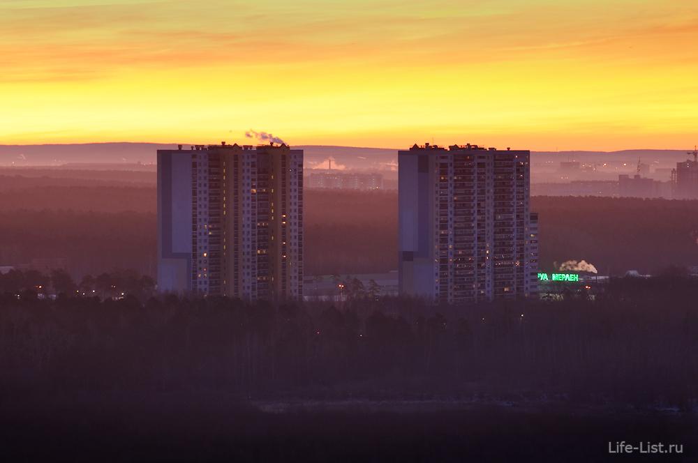 Жилые высотки за парком Маяковского на базовом