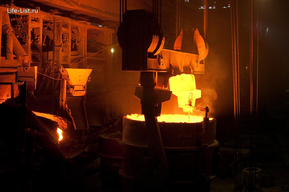 ковш с раскаленным металлом завод уфалейский мартен
