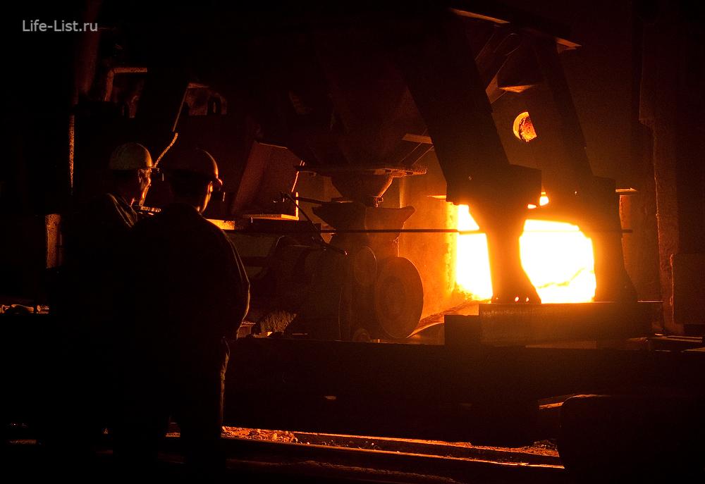 рабочие у мартеновской печи уфалейский завод металлоизделий