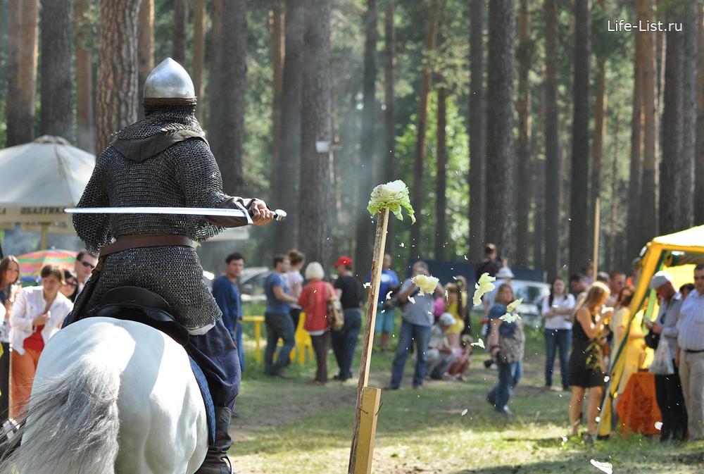 всадник с мечом на фестивале исторической реконструкции фото Виталий Караван