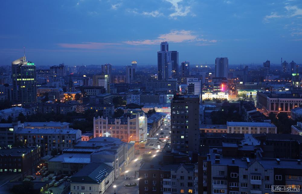 улица Вайнера с высоты вечерний екатеринбург
