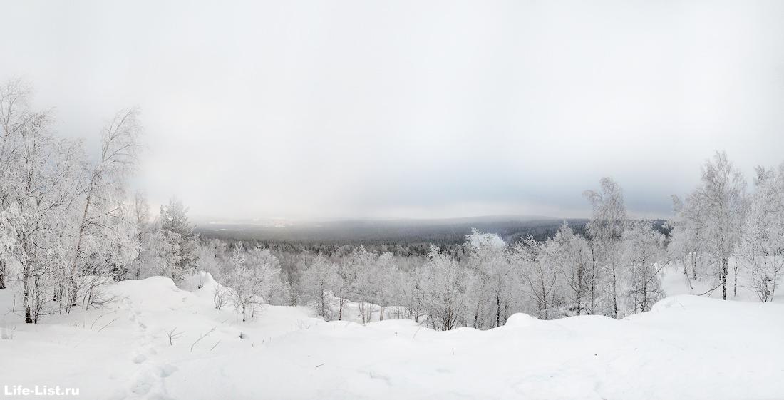 вид с вершины скалы Висячий камень на Новоуральск