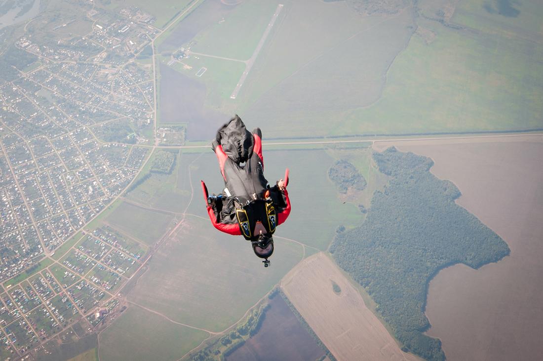 полет в винге фото вингсьют в небе