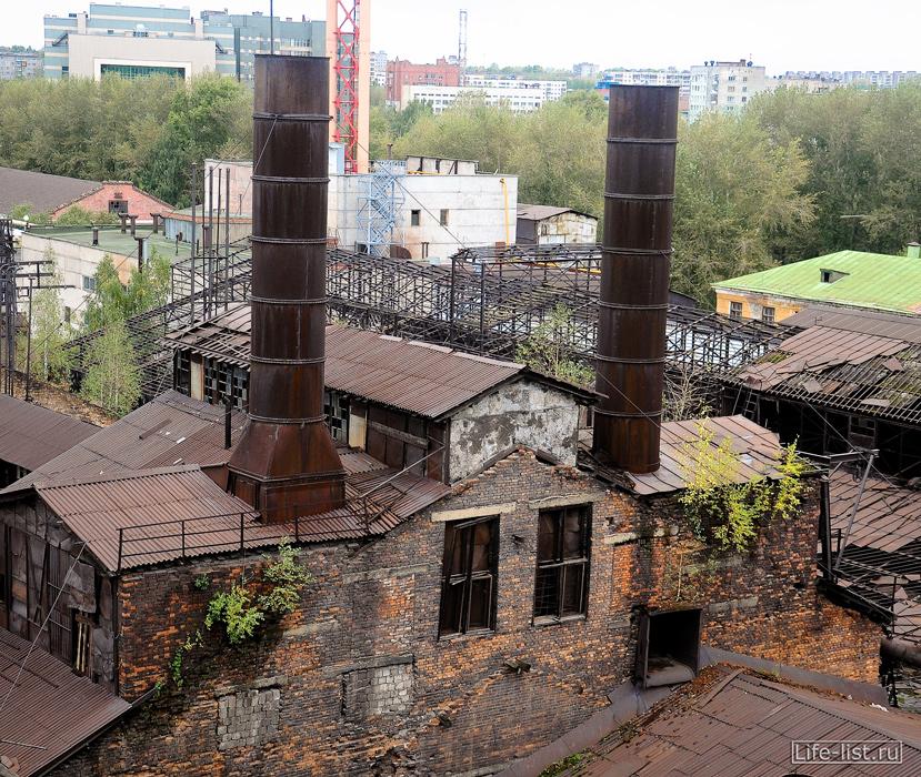 завод под открытым небом старые трубы кирпичное здание