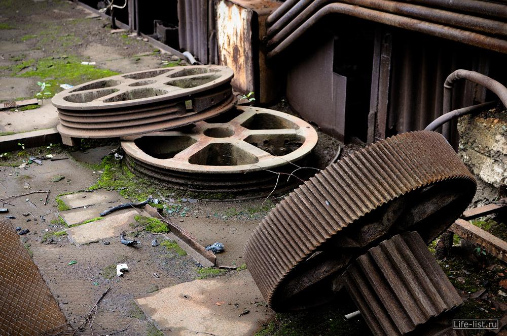 шестеренки детали на заводе музее металлургии фото