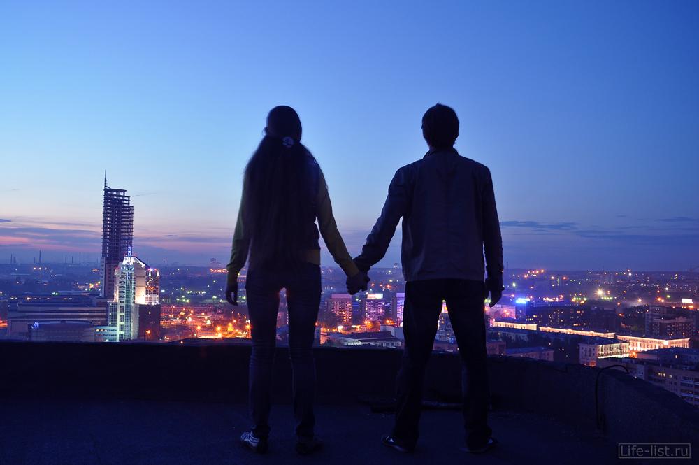 Пара на крыше в Екатеринбурге