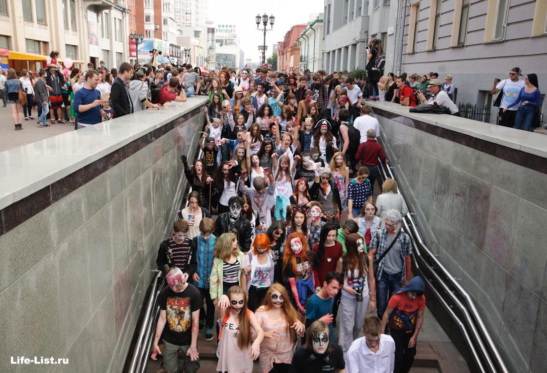 зомби в подземном переходе Екатеринбург