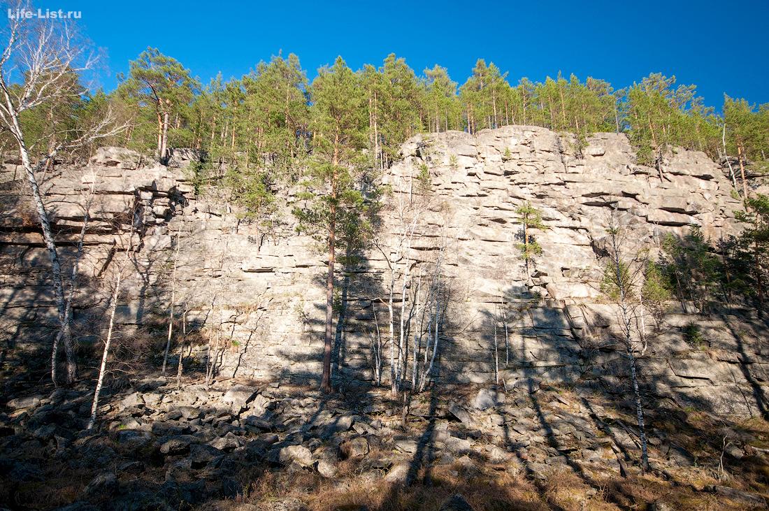 обрыв скалы Адуй камень на реке Адуй