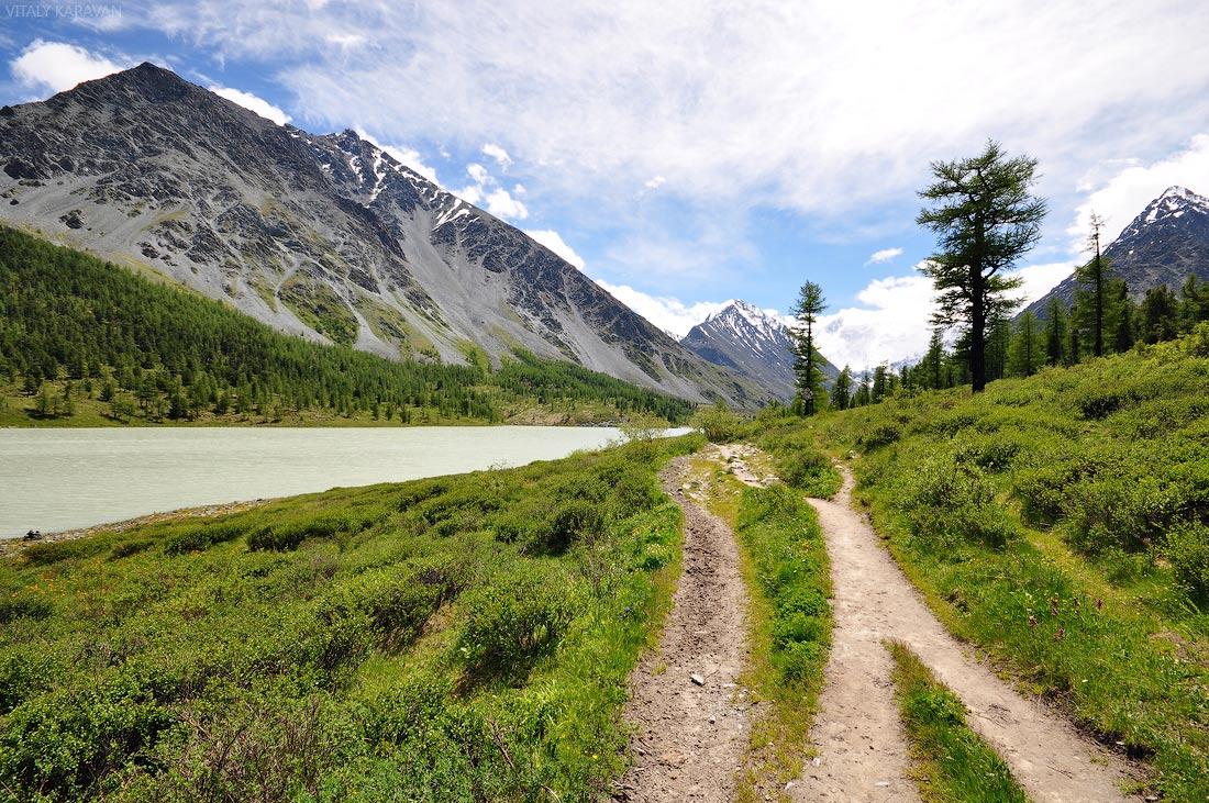 Алтай на озере Аккем красивое фото лето