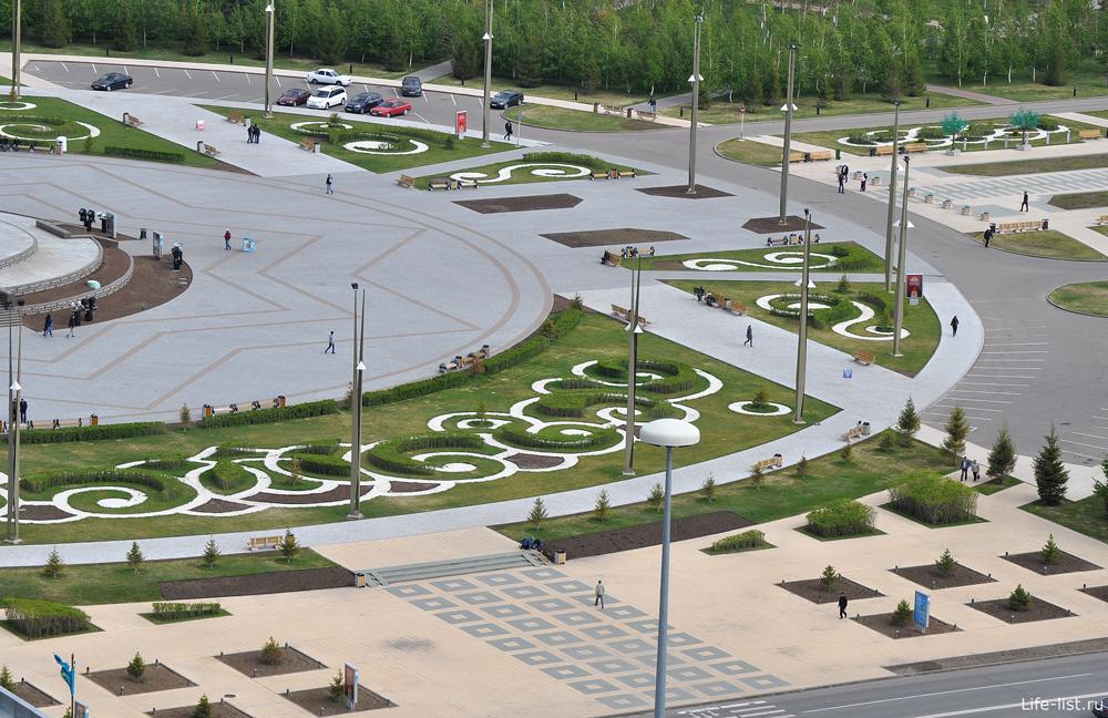 Центральная площадь у монумента Байтерек