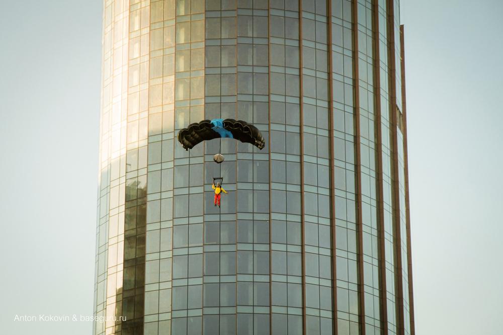 Бейсджамп прыжок Ратмир Нагимьянов башня Исеть Екатеринбург