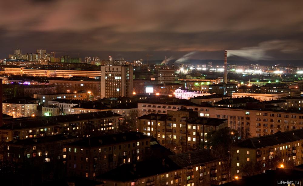 Ночной Екатеринбург серые дома