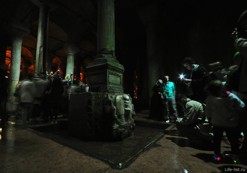 голова гаргоны в цистернах базилика