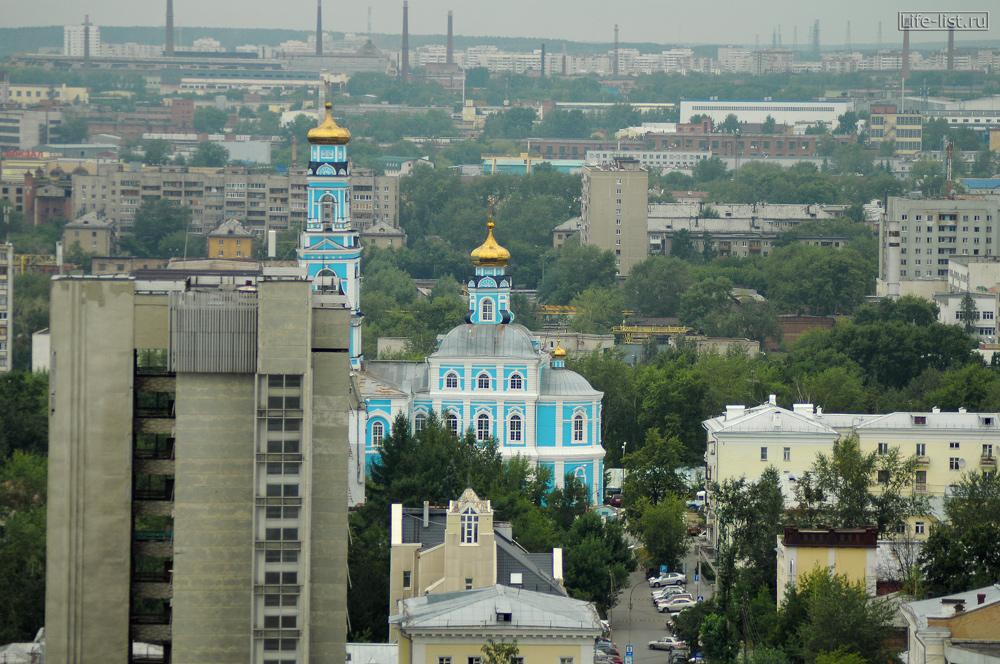 церковь в Екатеринбурге с высоты Антея
