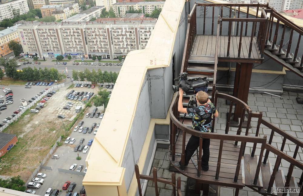оператор 41 канала на крыше Антея