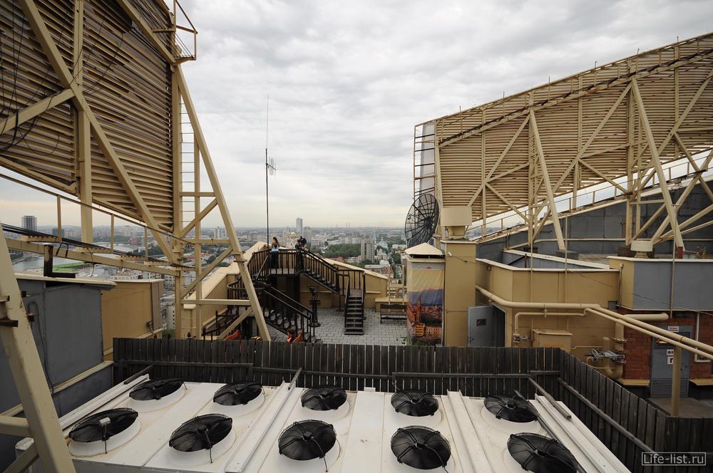 На крыше БЦ Антей смотровая площадка