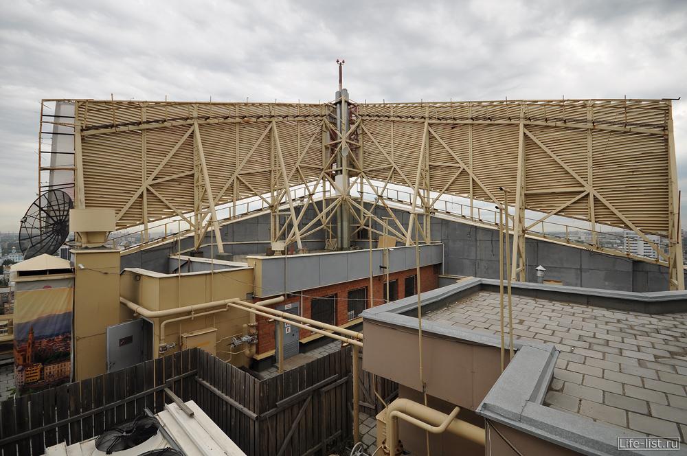 на смотровой Антея в Екатеринбурге крыша