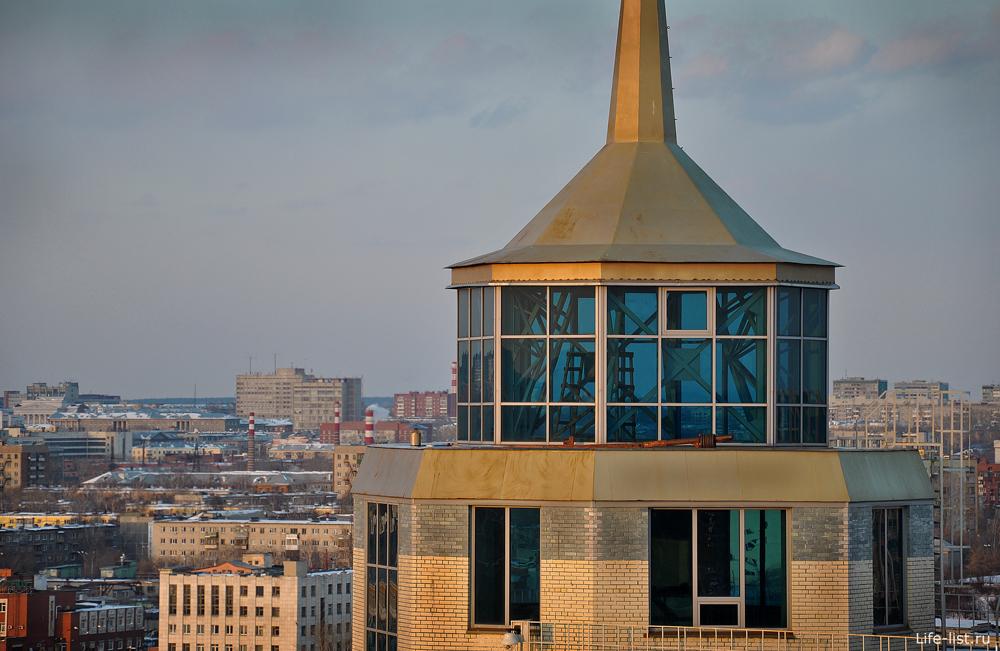 Дом с башенками в Екатеринбурге фото Виталий Караван