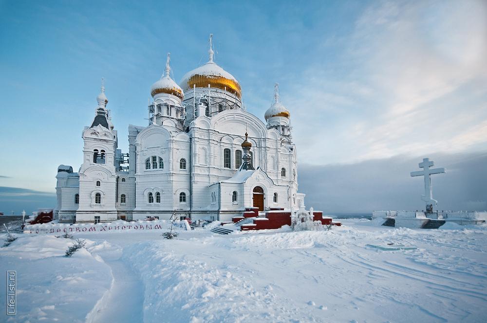 фото Виталий Караван Белогорский мужской монастырь зимой собор