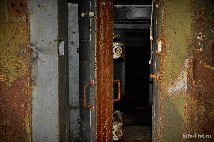 Входная бронированная дверь бункер под Истоком
