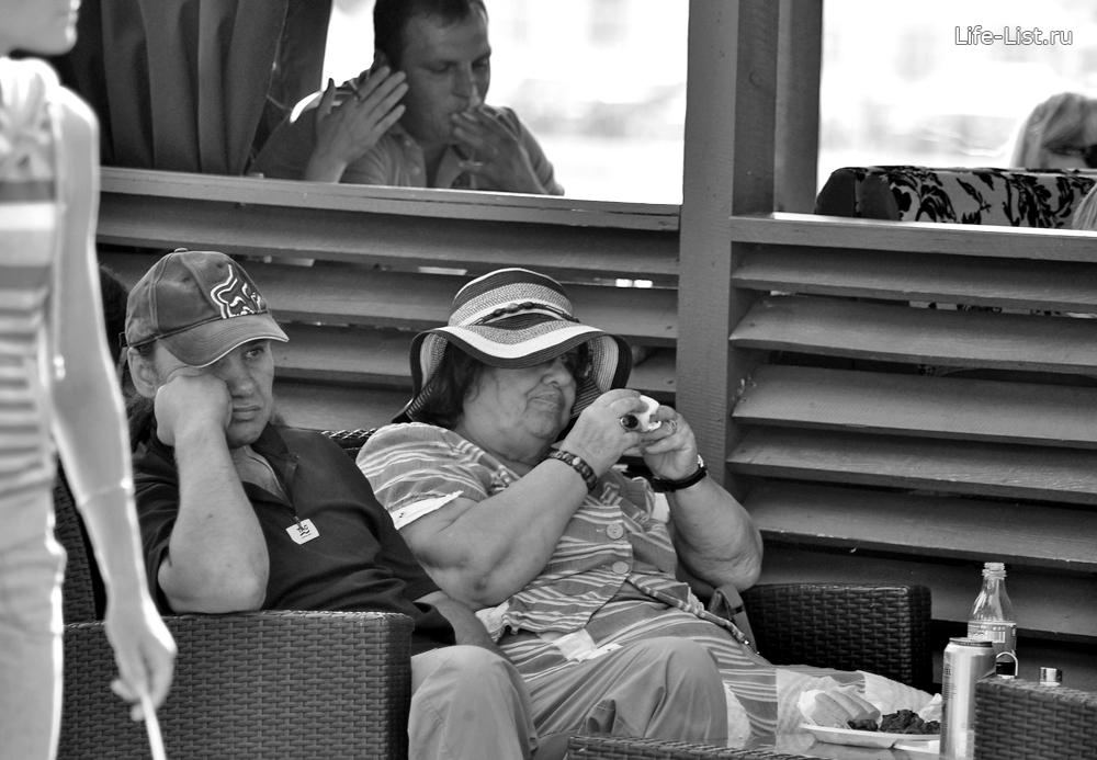 скучающие люди день города Екб екатеринбург 290лет