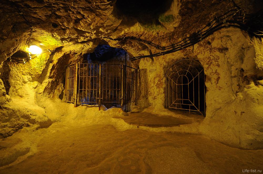 Центральный колодец в подземной городе Турция