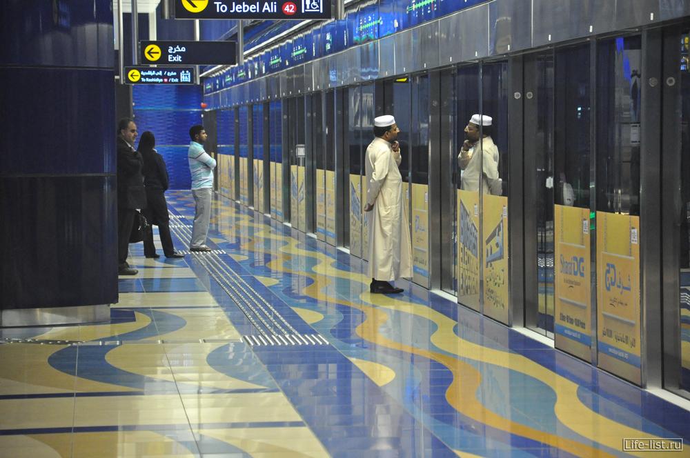 внутри станции метро Дубай