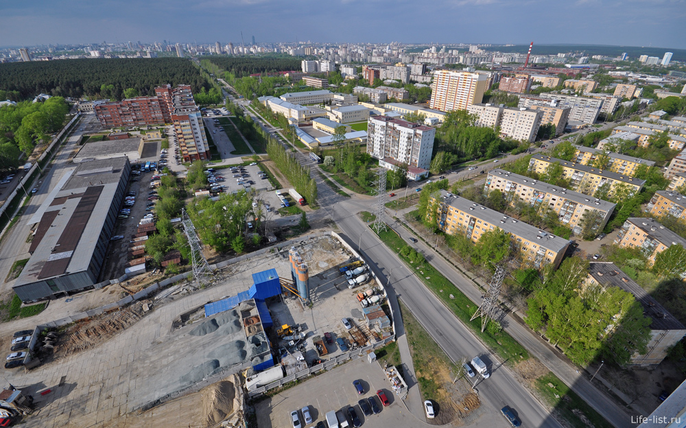 Улица Патриса Лулумбы в районе Вторчемета Екатеринбург
