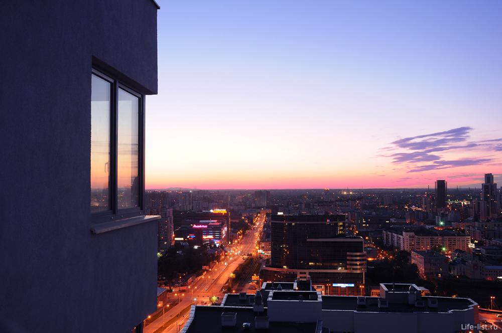Окно с видом на Екатеринбург