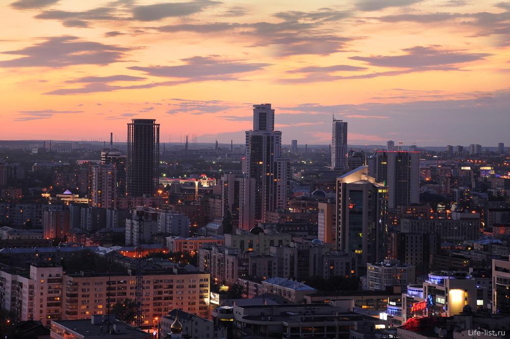 Обои скачать для рабочего стола закат высотки Екатеринбурга