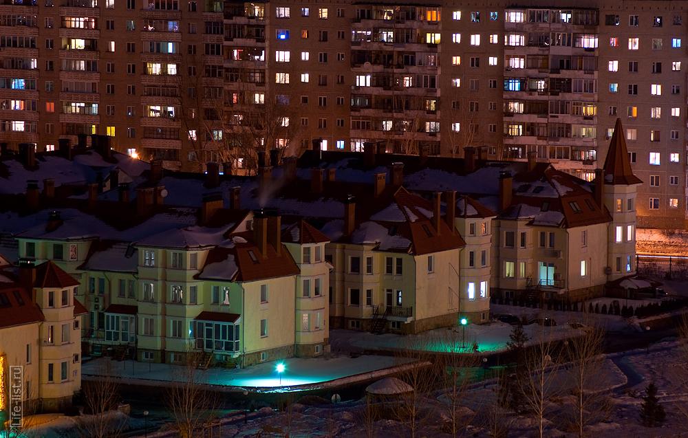новые малоэтажные дома на Луначарского у реки Исеть