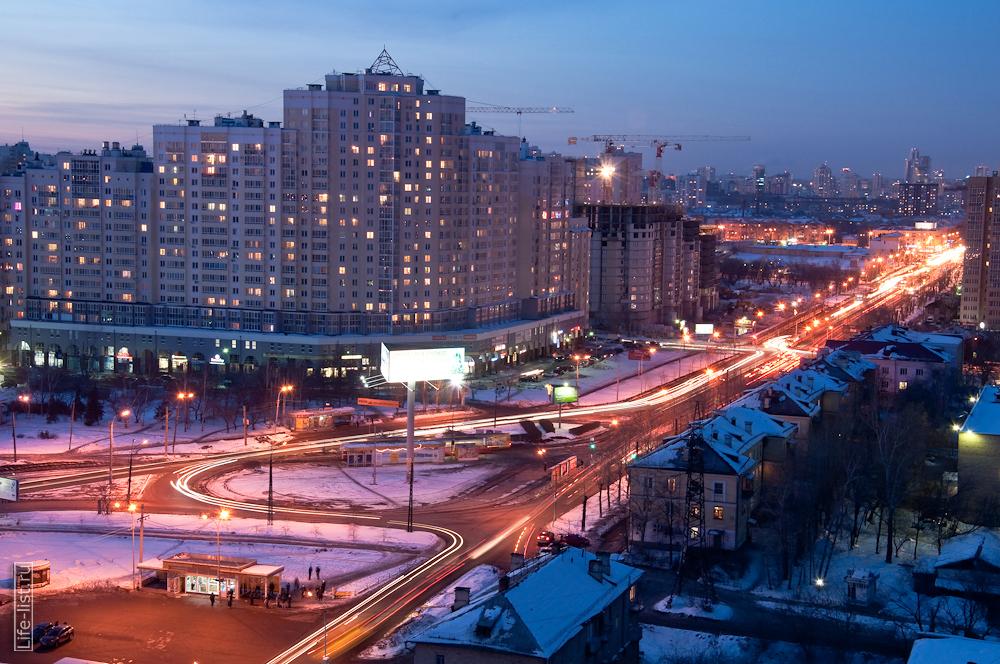 Екатеринбург вечером с высоты улица 8 марта остановка Южная