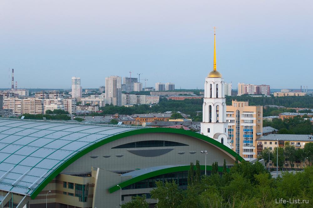 Футбольный манеж Урал и новый храм в честь Сергия Радонежского на Уралмаше.