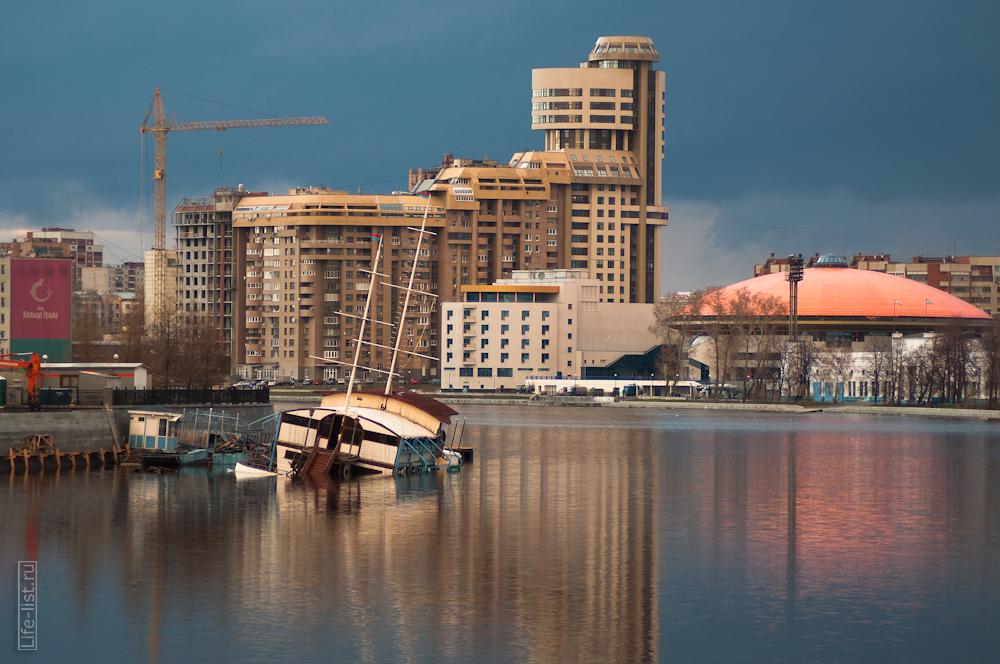 фотограф Виталий Караван кораблик затонул Екатеринбург пруд