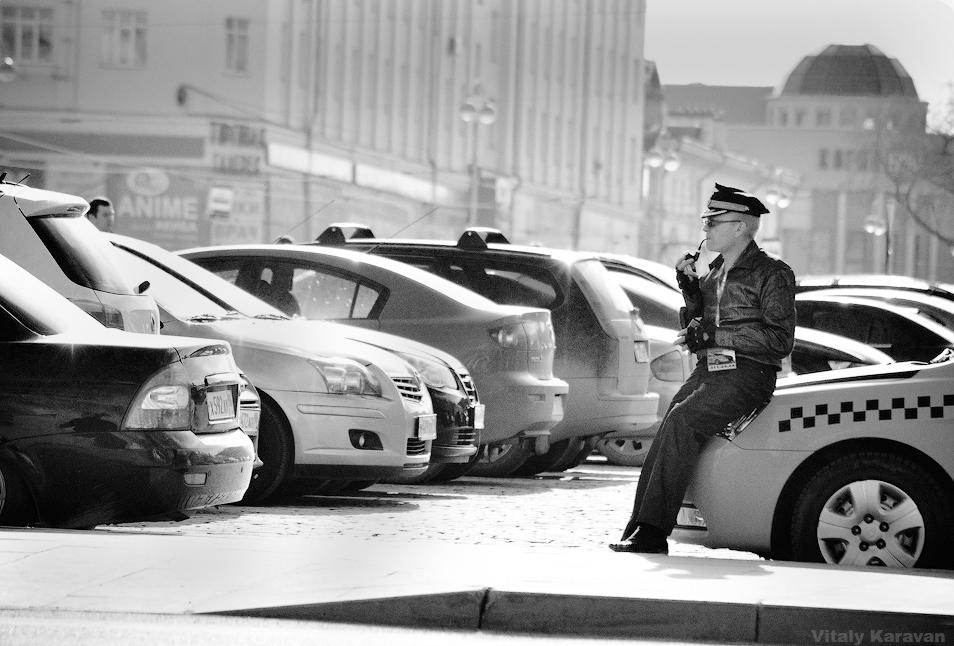 Таксист в центре Екатеринбурга фото интересное