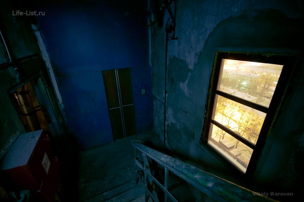 внутри ЕМЗ лифт ночное фото сносят завод